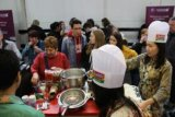 KBRI Budapest: pengunjung pameran Utazas antre mendapatkan Indomie
