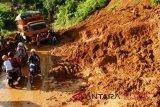 Brimob Polda Sulsel Kirim Personelnya Ke  Lokasi Bencana Longsor