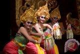 Tari gamelan dan Puspa Warna tampil di Paris