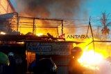 Diduga kerugian capai Rp300 juta, barak 6 pintu di Seruyan hangus terbakar