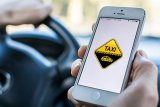 Akun driver online terhubung ke keluarga penumpang
