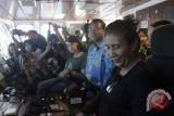 Menteri KKP Sambangi Rainbow Warrior