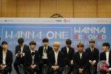 Wanna One minta maaf atas insiden saat siaran web star live