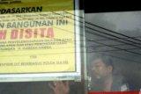 131 Jamaah Gagal Berangkat Umroh, Kantor Abu Tours di Pekanbaru Disegel