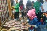 Usaha tenun tradisional Muna Barat kesulitan pemasaran