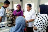 70 peserta Diklat menjahit busana, dapat kunjungan Ketua Dekranasda