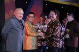 Gubernur Raih Penghargaan 'Sindo Government Award' Kategori Percepatan Infrastruktur