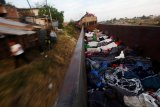 Ratusan migran menuju AS menggunakan kereta barang dari Meksiko