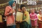 Ketua PKK Inhu Rezita Meylani Yopi Terima Kartini Award
