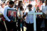 Pemakaman korban bom gereja