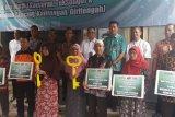PT TWC beri bantuan kepada warga sekitar Borobudur