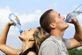 Dampak buruk terlalu sering minum air dingin