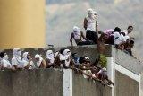 29 tahanan tewas akibat bentrokan di blok sel kantor polisi Venezuela