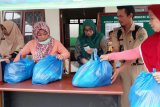 Meski diguyur hujan, masyarakat Barut tetap serbu pasar murah Ramadhan