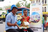 Dishub DKI bagi-bagi takjil gratis sambil sosialisasi tertib lalu lintas