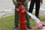 Dinas Pemadam Kebakaran Palembang periksa  hidran gedung hotel