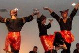 Tarian piring raih emas lomba Folklore Internasional