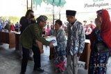 TWC bagikan bingkisan kepada warga sekitar Borobudur