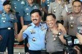 Panglima TNI-Kapolri kompak klarifikasi soal foto