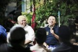 Ridho Ficardo Berdialog dengan Pedagang Pasar Bambu Kuning