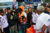 Bantuan pelampung kapal Danau Toba