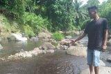Puluhan warga Pasaman Barat menderita penyakit kulit setelah mandi di sungai tercemar limbah pabrik sawit