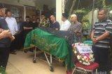 Jenazah Marlis Rahman dimakamkan di Pandam kuburan Unand