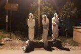 Lima siswa ditangkap polisi, takut-takuti warga pakai kostum pocong