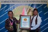 Penghargaan kain tenun ikat tradisional terpanjang