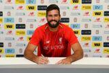 Liverpool buat Alisson jadi kiper dengan bayaran rekor dunia
