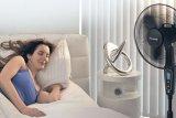 Benarkah kipas angin tidak seharusnya digunakan saat udara panas?