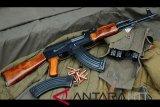 Polisi tangkap warga sipil saat transaksi jual beli senjata api AK 47