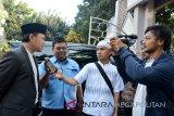 Wali Kota Bogor  Jawa Barat, Bima Arya Sugiarto  saat menjawab pertanyana para Wartawan usai memberikan sambutan dan Shalat  Idul Adha 1439 H/2018 M, di Masjid Al Mi`raj Kota Bogor. (Megapolitan.Antaranews.Com/Foto: M.Tohamaksun).