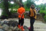 Dihantam luapan Sungai Kerinci, jalan penghubung Cacang Randah-Bukik Lintang jebol sepanjang enam meter