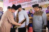 Wali Kota Solok terima anugerah Ayah-Bunda GenRe Award