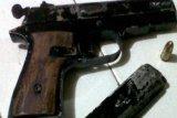 Pedagang es curi pistol milik anggota Polri