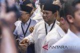 Calon Presiden Prabowo Subianto tiba di gedung KPU untuk mendaftarkan dirinya di Jakarta, Jumat (10/8). Prabowo Subianto-Sandiaga Uno mendaftarkan dirinya ke KPU sebagai pasangan calon Presiden dan Wakil Presiden periode 2019-2024. ANTARA FOTO/Hafidz Mubarak A/wdy/2018.