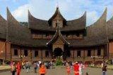Peserta SMN 2018 Asal Sulsel Kagumi Kemegahan Arsitektur Istano Baso Pagaruyung