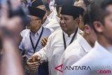 Bakal Calon Presiden Prabowo Subianto tiba di gedung KPU di Jakarta, Jumat (10/8/2018). Prabowo Subianto-Sandiaga Uno mendaftar ke KPU sebagai pasangan bakal calon Presiden dan Wakil Presiden periode 2019-2024. (ANTARA FOTO/Hafidz Mubarak A)