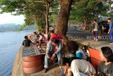 Danau Dendam Tak Sudah yang menghampar di Kota Bengkulu, Provinsi Bengkulu, menyimpan keindahan matahari terbit yang muncul dari balik punggung Bukit Barisan. (Foto Antarabengkulu.com/Sugiharto P)