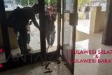 Kantor DPRD Sulsel dirusak oknum mahasiswa HMI