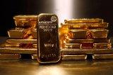 Emas naik tipis dan terus menguat setelah pernyataan