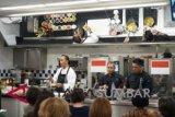 Koki Indonesia ajarkan cara masak soto di sekolah kuliner Le Cordon Bleu Paris