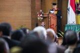 Menteri Perdagangan Enggartiasto Lukita menyampaikan pidato saat Dies Natalis ke-64 Universitas Pendidikan Indonesia (UPI), Bandung, Jawa Barat, Kamis (18/10/2018). Universitas Pendidikan Indonesia memberikan gelar kehormatan doktor honoris causa (Dr HC) kepada Enggartiasto Lukita dalam bidang Pendidikan Kewirausahaan dari Universitas Pendidikan Indonesia (UPI) atas kiprahnya di bidang wirausaha. ANTARA JABAR/M Agung Rajasa/agr.