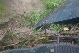 Tanah longsor timbun dua rumah di Padang Pariaman (Video)