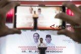 Wakil Ketua Tim Kampanye Nasional Jokowi-Ma'ruf Amin, Moeldoko memberikan arahan pada saat acara pengukuhan Tim Kampanye Daerah Jawa Barat dan Konsolidasi Pemenangan Jokowi-Ma'ruf Amin di Grand Asrilia Hotel, Bandung, Jawa Barat, Minggu (14/10). Tim Kampanye Daerah Jawa Barat tersebut siap menjaga lumbung suara dan memenangkan pasangan Capres dan Cawapres nomor urut 01 Joko Widodo-Ma'ruf Amin pada pilpres 2019 mendatang. ANTARA JABAR/Novrian Arbi/agr/18.