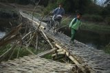 Jembatan bambu sungai Bengawan Solo