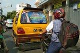 Citra diri peserta pemilu melekat di angkot