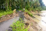 Jalan penghubung Jorong Cacang-Bukik Malintang Agam amblas sepanjang 20 meter