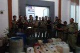 27 jeriken tuak diamankan dari empat lokasi di Pasaman Barat